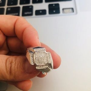 10 KT Gold Ring with diamonds 💎